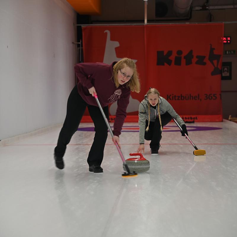Schule bewegt: Berit Neumayr über Curling