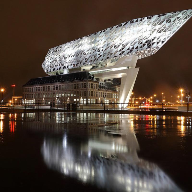 Porthouse in Antwerpen bei Nacht