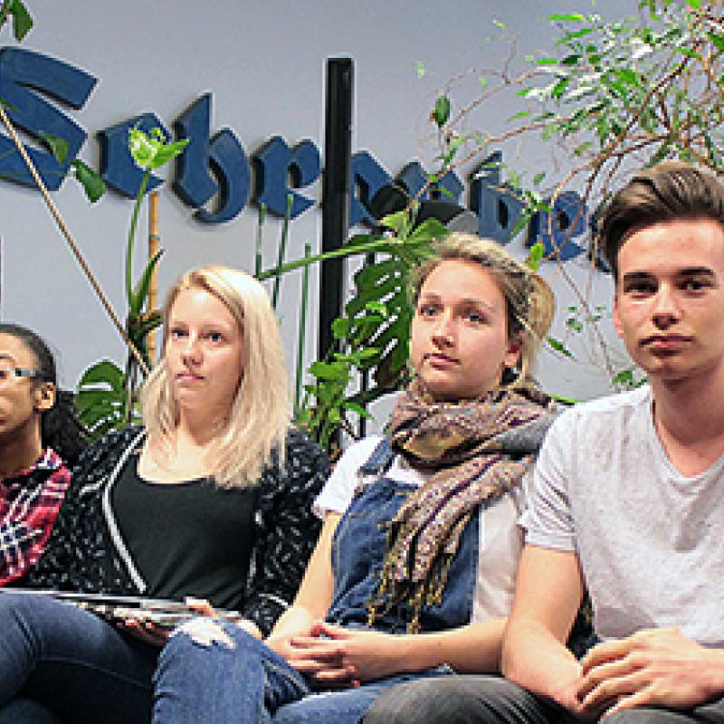 Youth Reporter lauschen gespannt den Vorträgen
