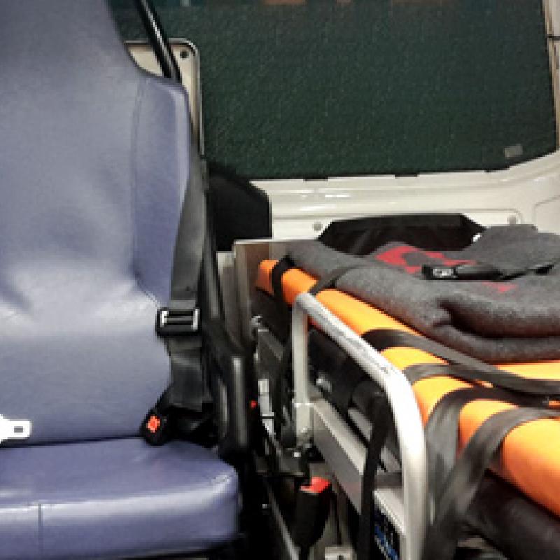 Sitz und Liege im Rettungsauto