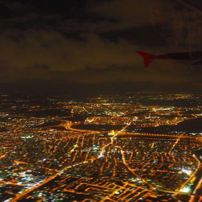Tel-Aviv bei Nacht, aus dem Flugzeug fotografiert