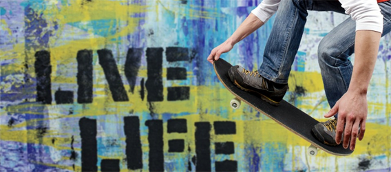 Skateboarder Detailaufnahme beim Sprung