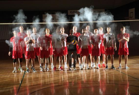 Volleyball-Nationalteam der Herren - Gruppenbild in der Turnhalle