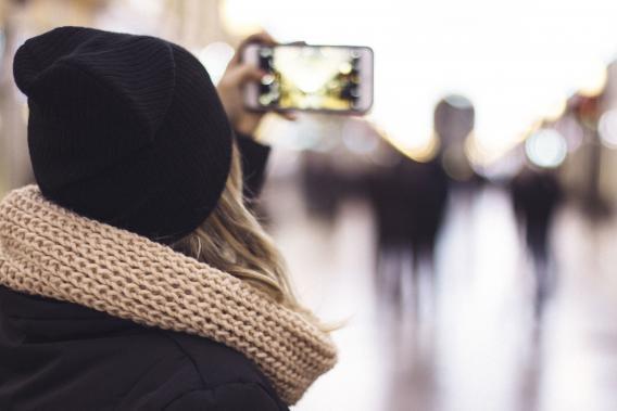Mädchen Handy