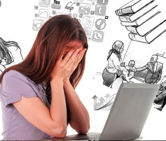 Mädchen, verzweifelt, Computer